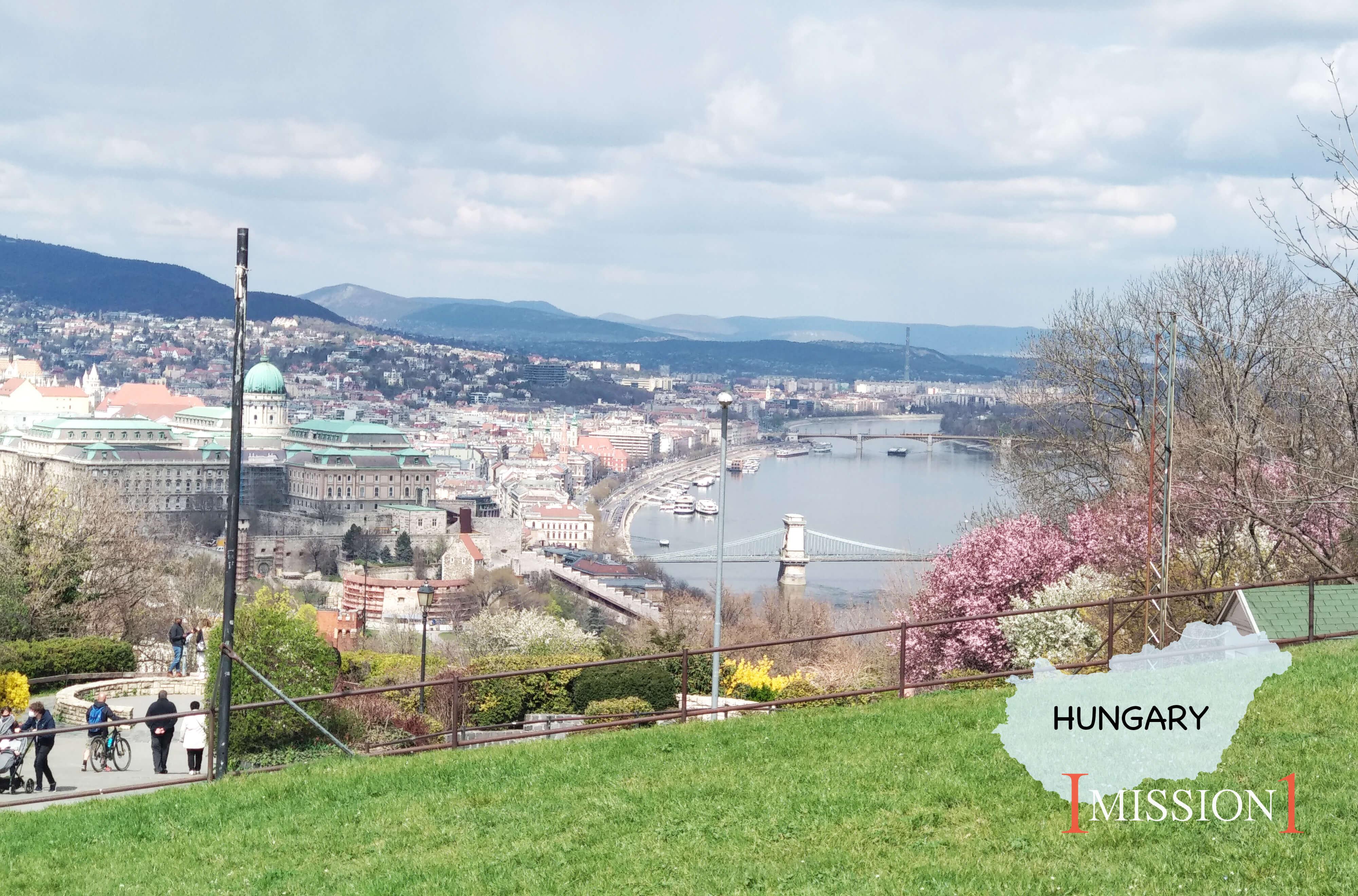 匈牙利:櫻花海的綠蔭下,看見曙光